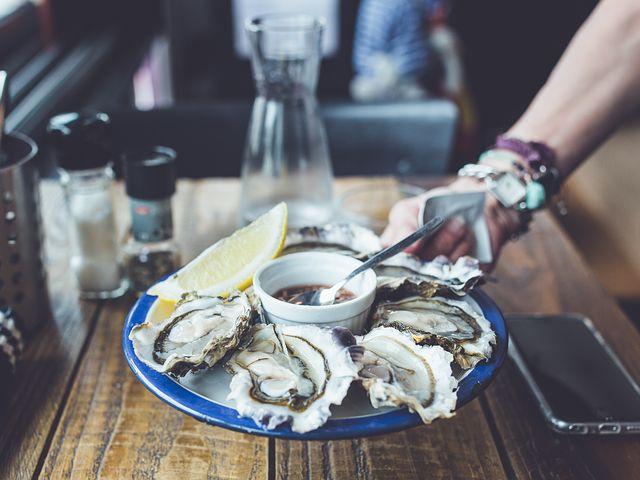 Sensuell mat som ökar chansen för en lyckad dating