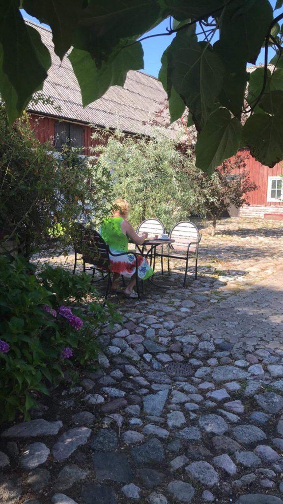 Allt om dating - Gårdhotellet ligger 1 mil norr om Ystad. Det ligger vackert beläget i det Skånska böljande landskapet, lugnt och stillsamt
